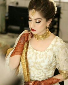 Arisha Razi Khan Bridal Look Pakistani Bridal Makeup, Bridal Mehndi Dresses, Pakistani Wedding Outfits, Bridal Dress Design, Bridal Outfits, Walima Dress, Pakistani Mehndi, Pakistani Dresses, Bridal Makeup Looks