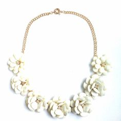 Exaggerated Cream Flower Necklace – frenchie