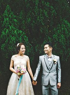 @yinagoh and Jerry met at a music cafe eight years ago, where her classmates were taking part in a singing competition organised by the cafe. @insidetheknot #pastel