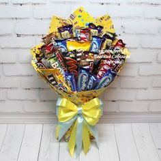 Sweet Bouquets Candy, Candy Bouquet Diy, Bouquet Box, Gift Bouquet, Candy Gift Baskets, Candy Gifts, Birthday Candy, Birthday Diy, Craft Gifts