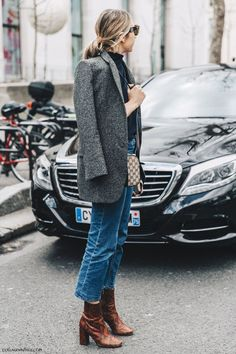 Blazer, croped jeans and boots
