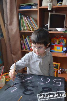 Учимся писать цифры. Необычные прописи. Number Writing Activity.  Chalkboard and wet paintbrush.