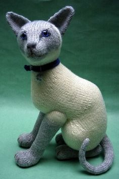Alan Dart: A whole collection of wonderful knitted animal patterns. $ I love this beautiful Siamese.