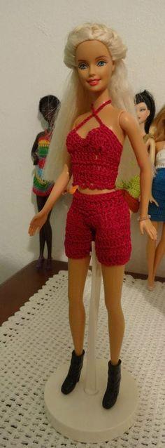 Conjunto de pantalon corto y blusa en crochet para Barbie