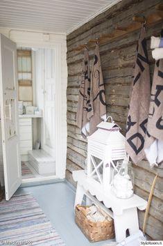 sauna,hirsiseinä,pukuhuone,eteinen,mökki