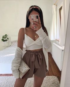 25 cute summer outfits for women and teen girls 18 Crop Top Outfits, Cute Casual Outfits, Girly Outfits, Mode Outfits, Cute Summer Outfits, Simple Outfits, Stylish Outfits, Outfit Summer, Airport Outfits