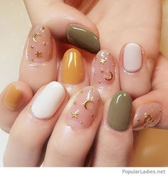 Cool gel nails with golden details
