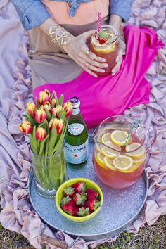 ahthousandmiles:  Recipe and outfit details on the blog! http://www.littleblondebook.com/2014/03/easy-lemonade-refresher.html