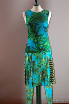 Versage voor H&M in 2011. Rok van zijde, mouwloos truitje van wol en bijpassende legging in jungleprint. (2010E004)