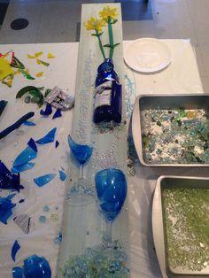 Wine glass and bottle Glass Bottle Crafts, Sea Glass Crafts, Sea Glass Art, Stained Glass Art, Bottle Art, Broken Glass Art, Shattered Glass, Mosaic Art, Mosaic Glass