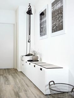 Tips på dold förvaring med Ikeas serie Nordli nordli ikea hall Ideas Recibidor, Ikea Hall, Nordli Ikea, Flur Design, Decoration Entree, Hallway Inspiration, Small Hallways, Hallway Designs, Entry Hall