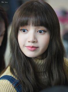 You okay, girl? Jennie Blackpink, Blackpink Lisa, Kpop Girl Groups, Kpop Girls, Korean Girl, Asian Girl, Asian Woman, Jenny Kim, Mode Chanel
