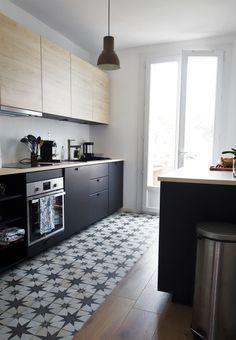 Modern Kitchen Cabinets, Kitchen Flooring, Rustic Kitchen, Kitchen Dining, Tile To Wood Transition, Floor Design, House Design, Floor Finishes, Sweet Home