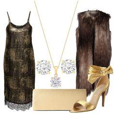 L'abito è un tubino con spalline sottili e pizzo sull'orlo in tessuto nero e oro. La pochette e i sandali con nastro alle caviglie, sono color oro. I gioielli, girocollo con punto luce e orecchini a lobo sono in argento placato oro con zirconi. Il cappotto senza maniche è una ecopelliccia tortora.