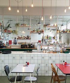 In Maastricht, ontbijt/lunch of borrel je in De Brandweerkantine.