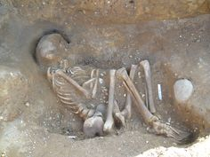 4,000-year-old graves found beneath a primary school in Scotland ...