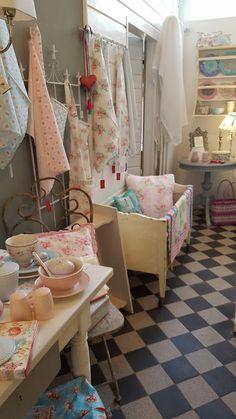 Foto - GoogleFotos Vintage Stores, Loft, Chair, Bed, Google, Furniture, Home Decor, Pictures, Homes