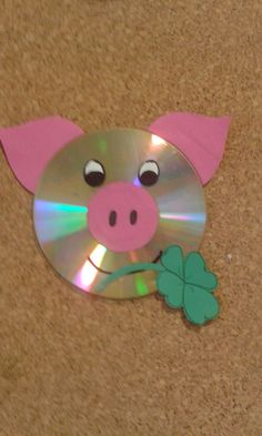 Arts And Crafts Box, Diy And Crafts, Paper Crafts, Pig Crafts, Preschool Crafts, School Decorations, Handmade Decorations, Candy Experiments, Cd Art