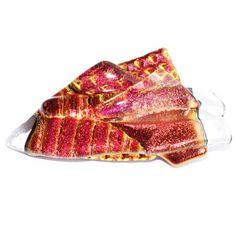 Rood-oranje-koper broche van glas. Glazen speld met glasfusing kunstwerkje.