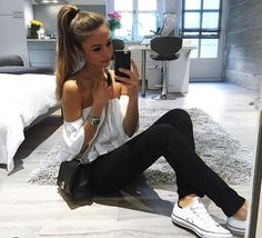 Simplicity makes me happy Jeans by Zara / top by ASOS / sneakers by Converse / boy bag by Chanel / black kaleidoscope phone case by Felony by anniejaffrey Annie Jaffrey, Chanel Black, Minimal Fashion, Zara Tops, T 4, Stylish Girl, Daily Fashion, Autumn Winter Fashion, Winter Style