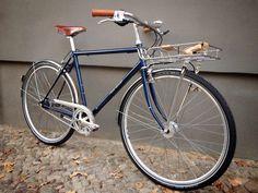 Velo Retro, Velo Vintage, Retro Bicycle, Bmx Bicycle, Vintage Bicycles, Retro Bikes, Townie Bike, Surly Bike, Bike Shelter
