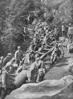 Artillery piece being pulled by 600 soldiers Second Battle of the Isonzo World War I 1915