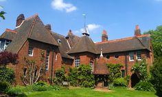 Philip Webb, Red House, Bexley Hill (Kent), 1860  moyen-âge, château, fenêtres différentes, rien n'est préfabriqué, irrégularités, neo-médiéval, pas de décor, respect des matériaux