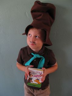 Check out these fabulous DIY Dr. Seuss costume ideas for kids you can make for Dr. Seuss Day, World Book Day, Halloween, or other occasion! Dr Seuss Diy Costumes, Book Day Costumes, Book Week Costume, Costume Ideas, Seussical Costumes, Costumes 2015, Halloween Costumes, Fun Costumes, Creative Costumes