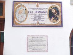 Vélez-Málaga.Mosaico en lateral del Camarín de la Virgen de la Piedad que alude a la cofradía de la que son titulares esta y Jesús Nazareno el Rico.