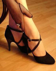 Look for a sole that is made from leather or suede. A leather or suede sole will allow you to properly dance the tango.