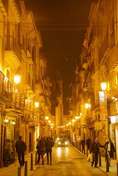 Ahh Valencia,at night- always my favorite. Notice the sign for 'jamon'     ( ham)?! Love it!
