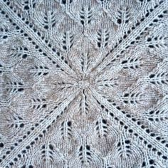 Square blanket with leaf pattern knitted in the round from the middle and out. Baby Knitting Patterns, Knitting Stitches, Square Blanket, Knitted Baby Blankets, Knit In The Round, Knitting For Beginners, Leaf Design, Crochet Clothes, Knitting Projects