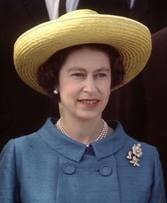 Queen Elizabeth II Sporting a spiffy suit in blue that inspires trust and calm. She looks well in this photo. The hat is wonderful on her and the pin while being very royal and lots of diamonds is carried off style. God Save The Queen, Hm The Queen, Royal Queen, Her Majesty The Queen, Young Queen Elizabeth, Prinz Philip, Commonwealth, Queen Hat, Foto Real
