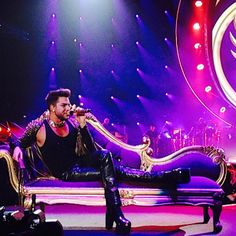 pic.twitter.com/nZ8Gf4UA9C Adam Lambert performing with Queen in Chicago 6-19-14