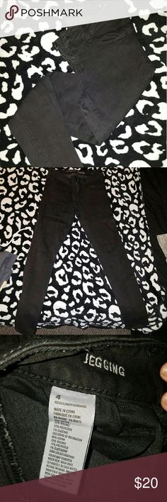 Black jeggings. Black jeans. American Eagle Outiftters. Black jeggings. Size 4. Great condition. American Eagle Outfitters Jeans Skinny