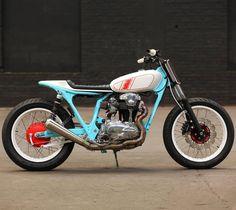 #Kawasaki #w650 #flattracker by @hombrese.bikes
