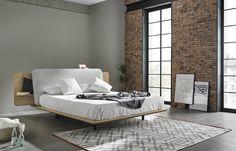 Минималистский дизайн кровати позволяет использовать ее в любом современном интерьере. .
