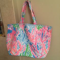 $85 Ⓜ️ BNWT lilly pulitzer lets cha cha beach tote BNWT lcc beach tote. NO trades. only selling. non negotiable! :))) Lilly Pulitzer Bags Totes