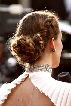 So chic la couronne de tresses d'Olivia Wilde aux Oscars attachée en chignon