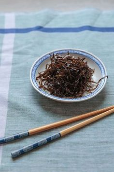 MA-KONBU TSUKUDANI (pickled kelp) [Japan] [saveur] [kelp, konbu, kombu, dashima, haidai]