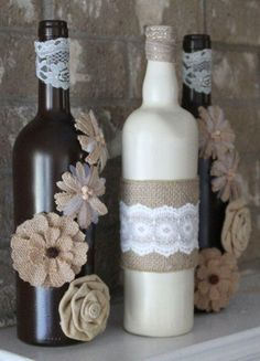 Burlap and Lace wine bottles, shabby chic decor Recycled Glass Bottles, Glass Bottle Crafts, Diy Bottle, Bottle Art, Mason Jar Crafts, Mason Jar Diy, Wine Bottle Design, Decorated Wine Glasses, Jar Art