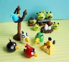 Not sure how to decorate your Angry birds themed cake or cupcakes? Check out these cute little Angry birds fondant figures, made by different people. Fun Wedding Cake Toppers, Bird Cake Toppers, Fondant Cake Toppers, Fondant Figures, Cupcake Cakes, Wedding Cakes, Festa Angry Birds, Angry Birds Cake, Artisan Cake Company
