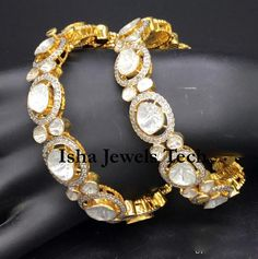 Jewelry Design Earrings, Gold Earrings Designs, Diamond Bangle, Diamond Jewelry, Gold Jewelry, India Jewelry, Jewelery, Antique Jewellery Designs, Expensive Jewelry