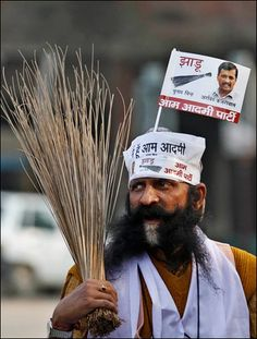 The Nehru Cap and Broom have become synonymous with the Aam Aadmni courtesy AAP #AAP #ArvindKejriwal #Topi #NehruCap #broom