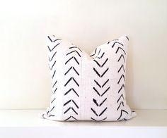 Editor's Pick Mudcloth Pillow Cover, Authentic Vintage Malian Bogolanfini, Ivory/Cream White, Arrows, Geometric