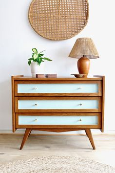 I'm sharing the detailed step-by-step of my Mid Century Modern dresser makeover so you can spend less time scheming, and more time enjoying the process. Refinishing furniture is so much fun, and ultimately a very rewarding weekend project! Get more DIY projects and Home Decorating ideas on Very Liv