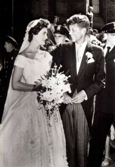 Jacqueline Bouvier marries John F Kennedy, 1953 Jacqueline Bouvier's wedding dress was designed by African-American fashion designer Ann Lowe.