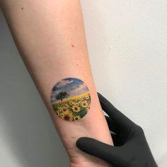 Tatuagens ilustrativas feitas em pequenos círculos por Eva Krbdk
