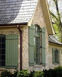 46 New Ideas For Exterior House Classic Shutters Exterior Paint Colors, Exterior House Colors, Exterior Design, Diy Exterior, Exterior Shutters, Brick House Exteriors, Exterior Shutter Colors, Brick Houses, Green Shutters