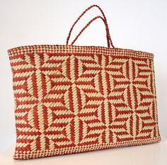 objet : sac, vannerie, Lisa McKendry Kura, Maori, New Zealand Flax Weaving, Weaving Art, Weaving Patterns, Basket Weaving, Kura, Hawaiian Crafts, Maori Designs, Maori Art, Kiwiana